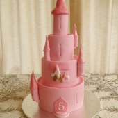 4 tier Castle (90 serves) $550