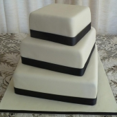 Square 3 tier (90 serves) $550